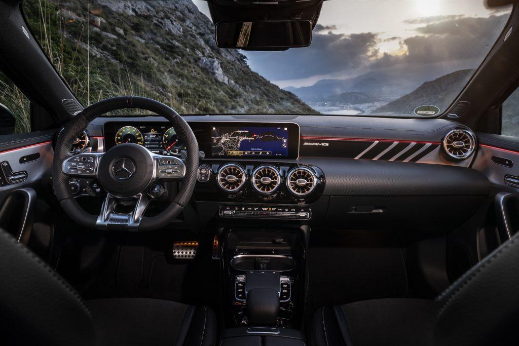 Mercedes-AMG A 35 video gallery gli interni