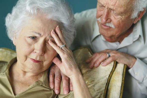 Alzheimer, ecco perché le donne sono più a rischio