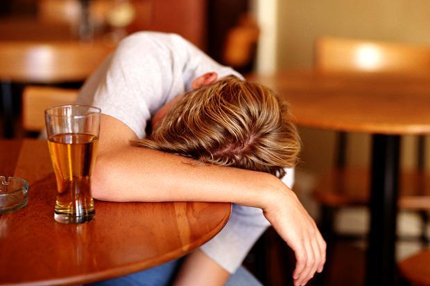 Ci si può ubriacare senza bere alcol? Lo strano caso negli Usa