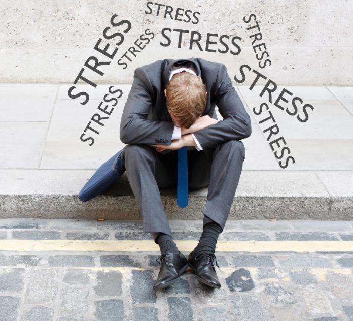 """Troppo stress al lavoro? La sindrome del """"burn-out"""" può danneggiare il cuore"""