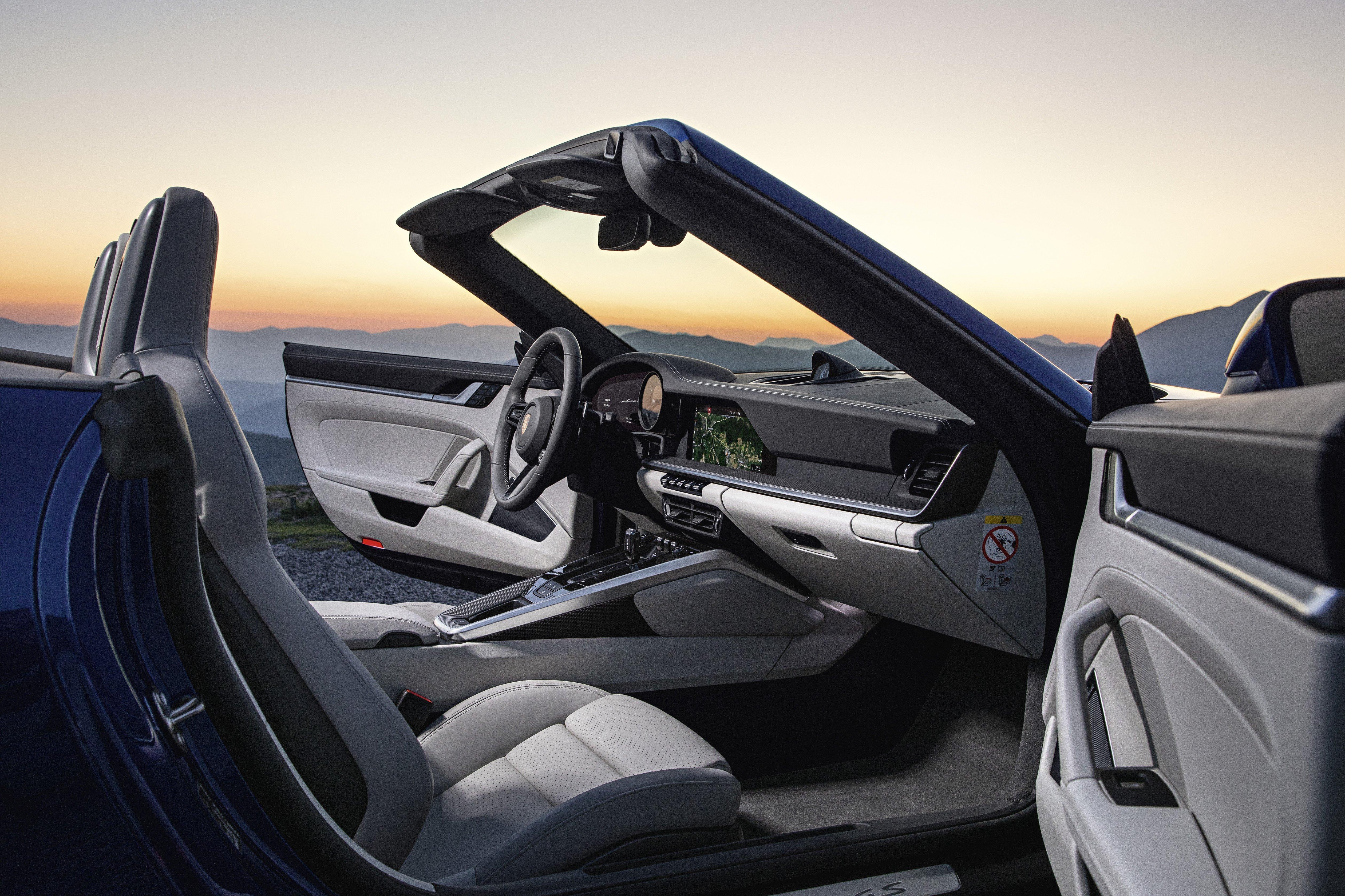 Nuova 911 cabriolet gli interni