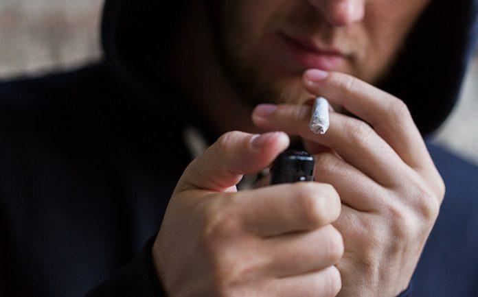 Cannabis, l'uso frequente può causare problemi cardiaci anche ai giovani