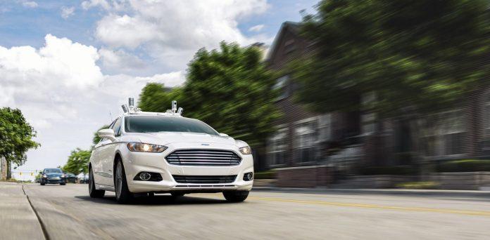 Ford testa la comunicazione tra auto a guida autonoma e gli utenti della strada
