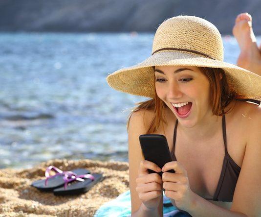 Vacanze incollati allo smartphone? E' molto rischioso, soprattutto per i bambini