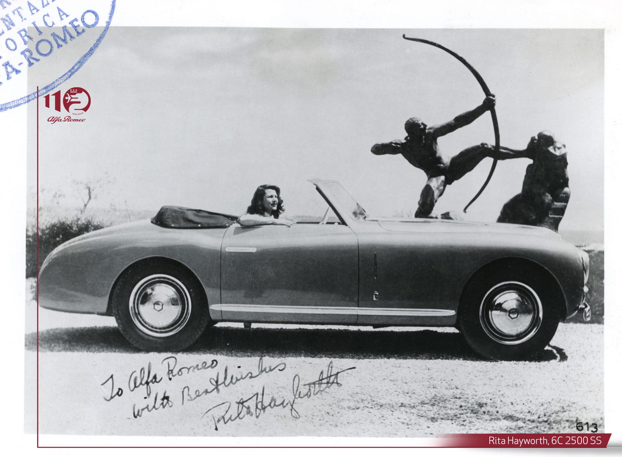 Rita Hayworth a bordo della Alfa Romeo 6C 2500 cabriolet Pinin Farina